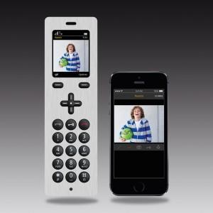 iPhone 5 und Display Haustür nebeneinander